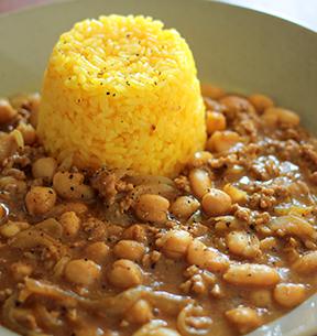 豆とひき肉のカレー&ターメリックライスのイメージ