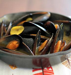 ムール貝のサフランワイン蒸しのイメージ