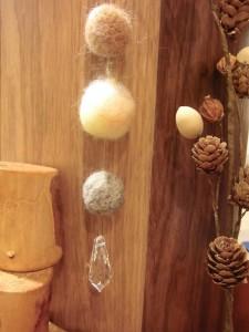 羊毛ボールとスワロフスキー